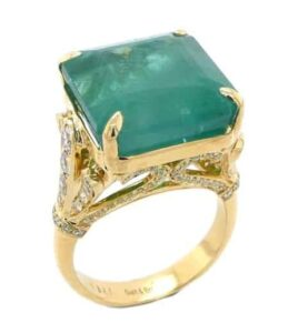 A natural emerald set in 18k yellow gold