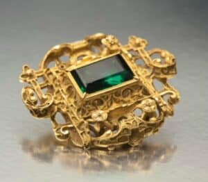 Colombian Emerald-set gold article